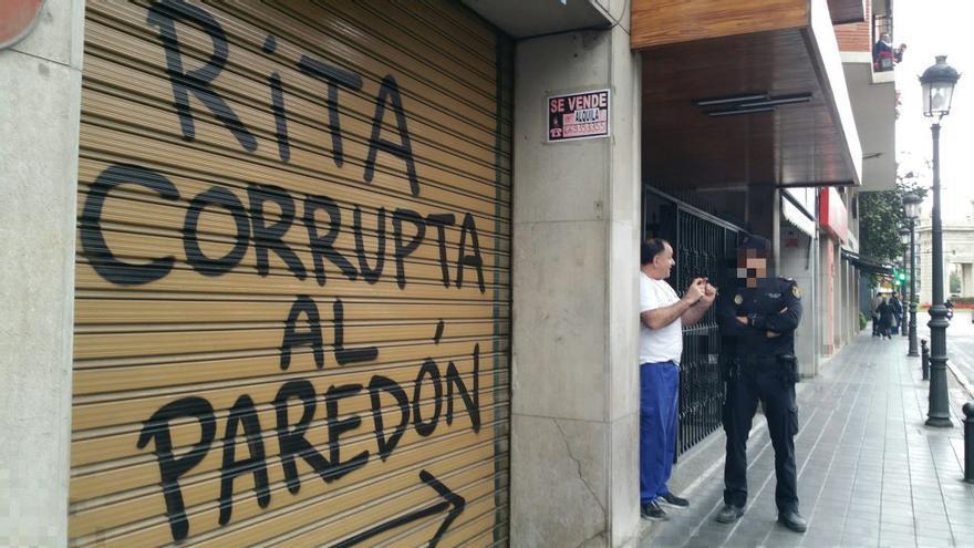 La pintada junto al domicilio de Rita Barberá