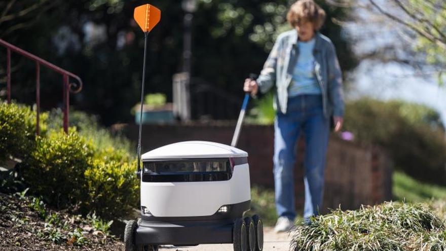 Robots de reparto, la solución de un supermercado de EE.UU. al coronavirus