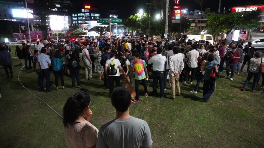 Imagen de la concentración en la plaza de San Salvador.