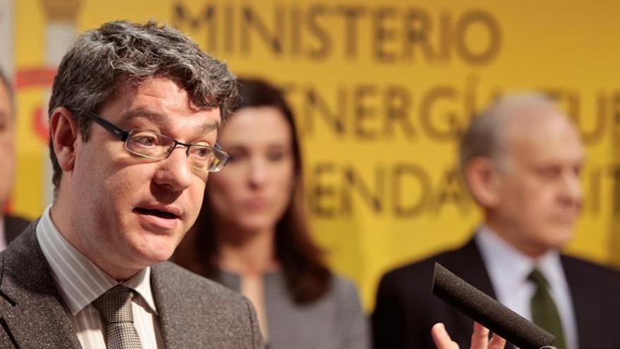 Nadal promete un decreto para obligar a las eléctricas a que informen de los contratos