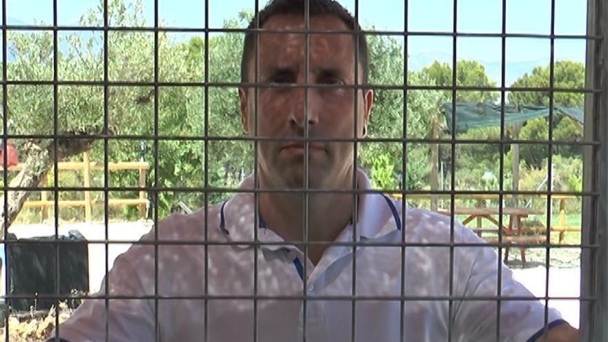 Alfredo Díaz, activista que se ha cerrado en una residencia canina.