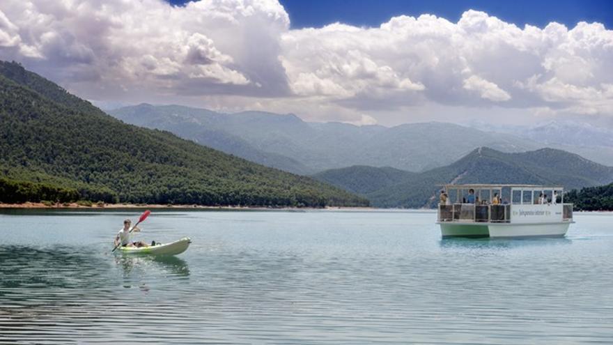 Barco solar en El Tranco (Jaén)
