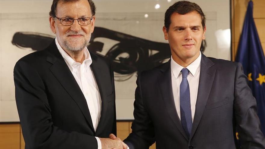 Rajoy y Rivera intentarán hoy impulsar una negociación para la investidura