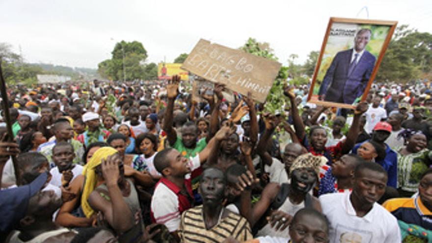 Manifestación en favor del líder opositor Alassane Ouattara