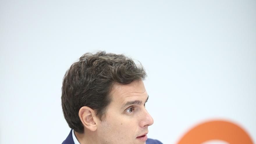 Rivera subraya que su propuesta para limitar los mandatos del presidente afectaría a Rajoy si agota la legislatura