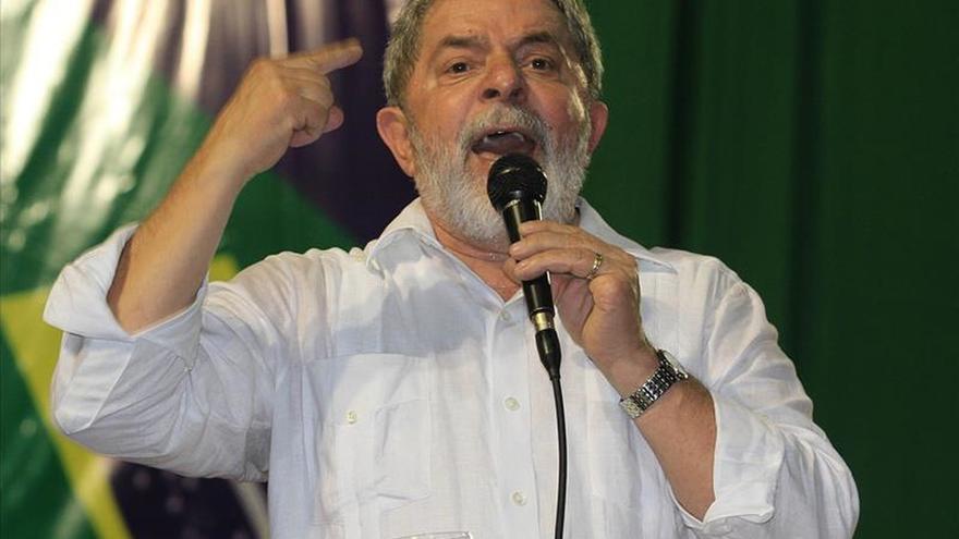 """Lula dice que pedir la destitución de Rousseff es """"pisotear"""" la Constitución"""