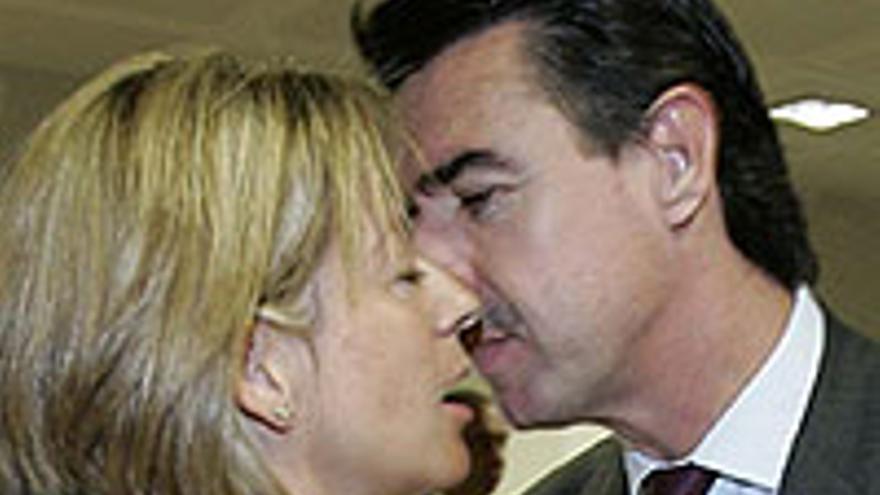 Pepe y Pepa en: 'El beso de Isolux'.