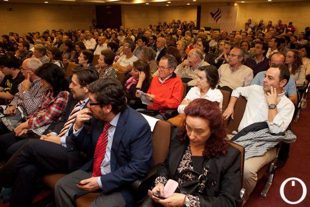 Público asistente a la charla de Fernando Savater, el lunes por la noche, en Cajasur | MADERO CUBERO