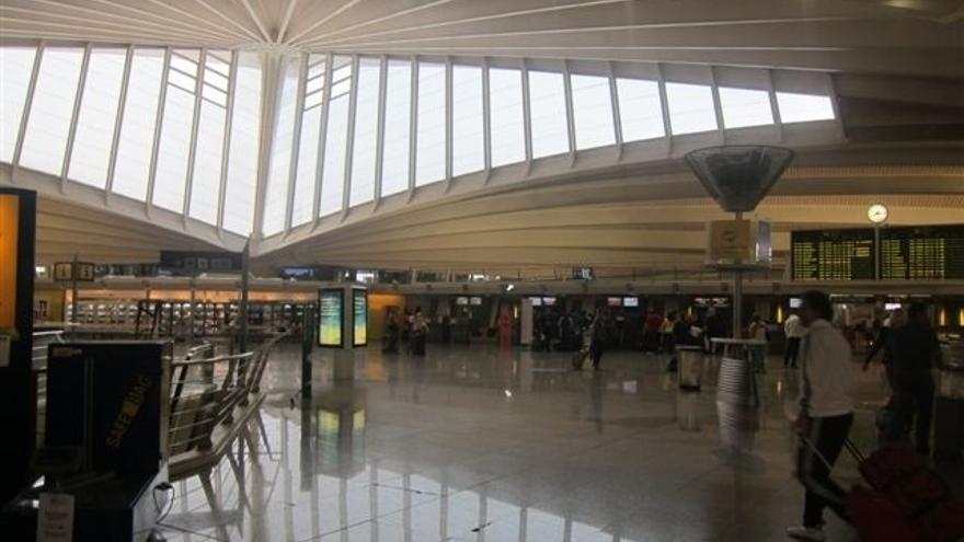 Cancelados cinco vuelos con salida desde Loiu y destino a Gran Bretaña, Turquía y Alemania