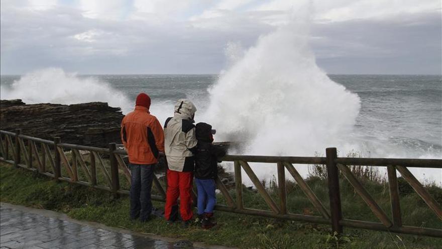 El litoral de Galicia y Cantábrico en alerta naranja por fenómenos costeros