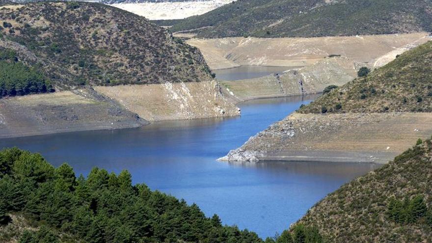 La reserva hidráulica está al 53,1 % tras disminuir un 1 % en una semana
