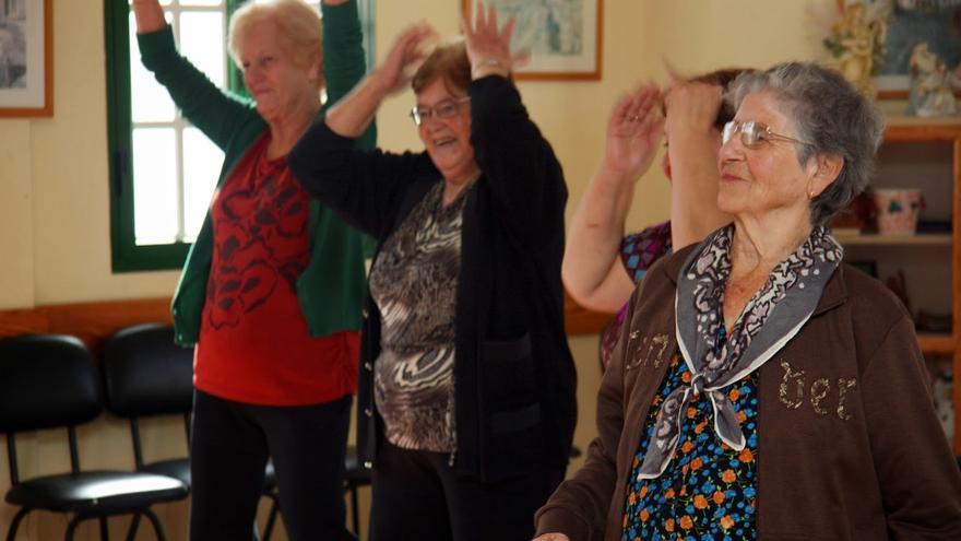 Mayores en el programa de Movimiento y Vitalidad de Valleseco.