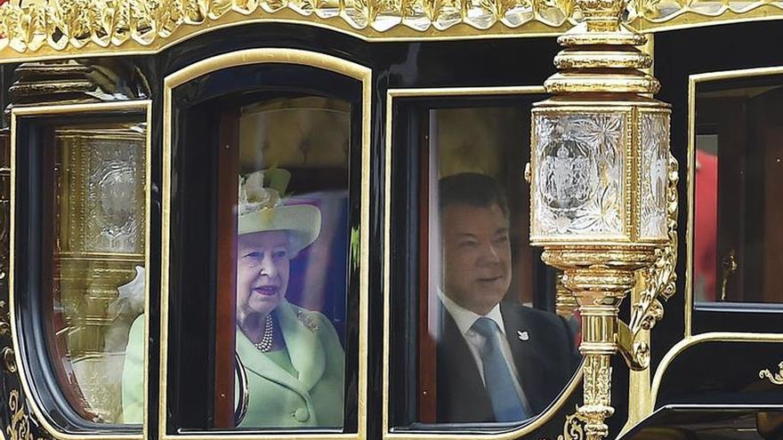 Santos se reúne con Isabel II al inicio de su visita de Estado al Reino Unido