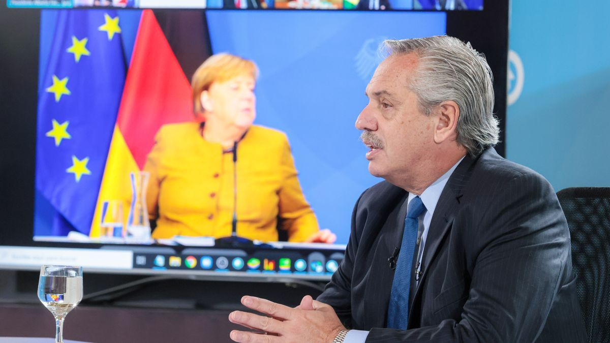"""El presidente Alberto Fernández afirmó que """"los actos terroristas no sólo constituyen una amenaza a la paz sino que son una amenaza a la dignidad humana, al hablar en una cumbre de líderes de G20 sobre Afganistán."""