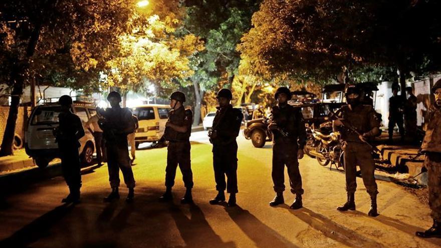 Al menos dos muertos y 26 heridos en el ataque contra un restaurante en Dacca