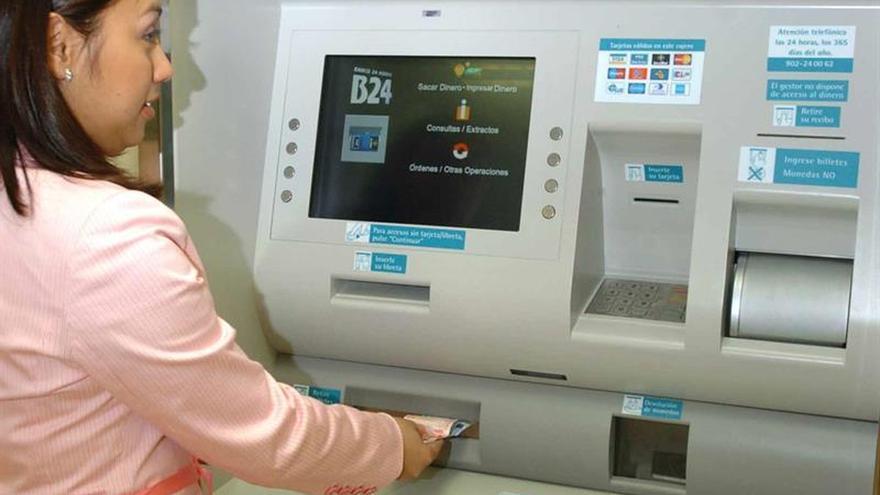 """Adicae pide que se eliminen las comisiones bancarias """"absurdas y abusivas"""""""