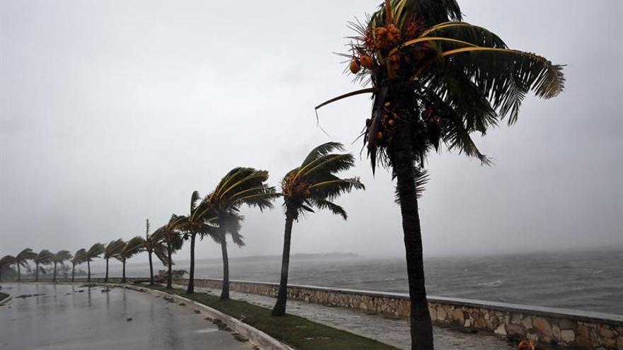 Irma se aleja de Cuba con inundaciones en La Habana al encaminarse a Florida