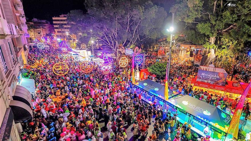 La fiesta en la plaza del Príncipe, en el Carnaval de Santa Cruz