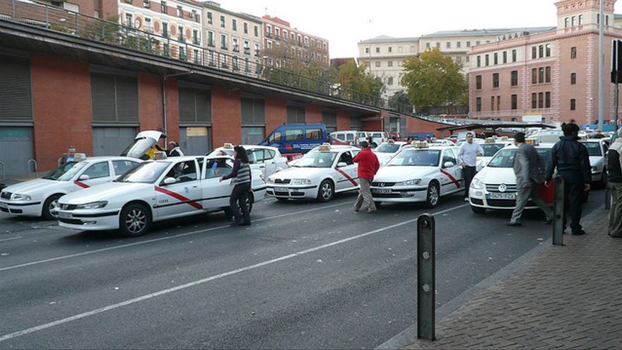 Los taxistas se han reunido con instituciones para luchar en contra de UBER