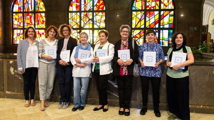 Las autoras del libro junto con la concejala de Educación e Inclusión del Ayuntamiento de Zaragoza