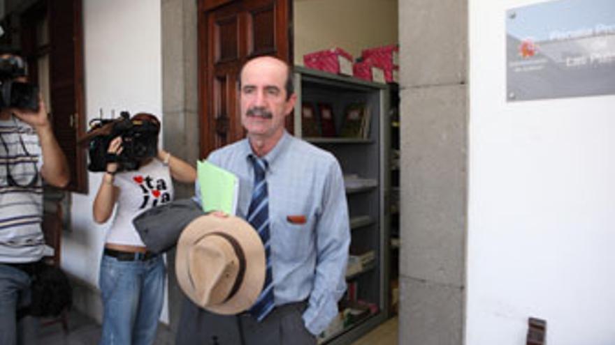 Santiago Pérez, a su salida de la Fiscalía tras presentar su denuncia. (QUIQUE CURBELO)