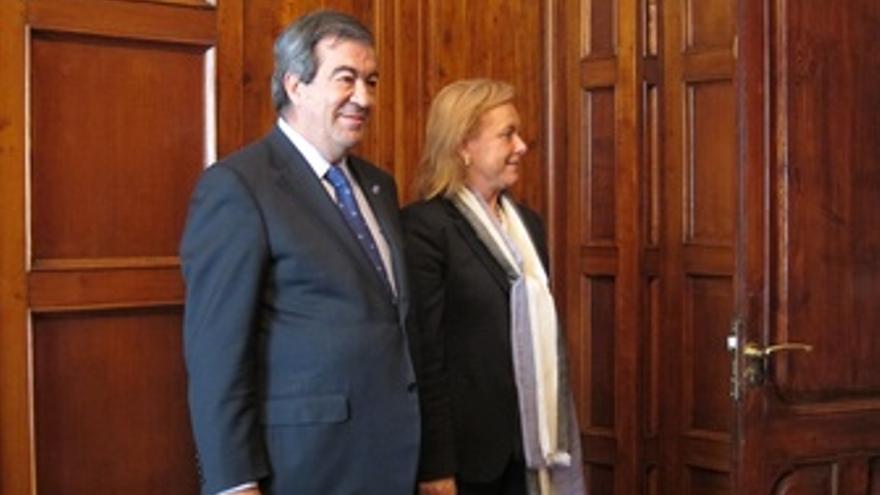 Álvarez-Cascos Y Mercedes Fernández