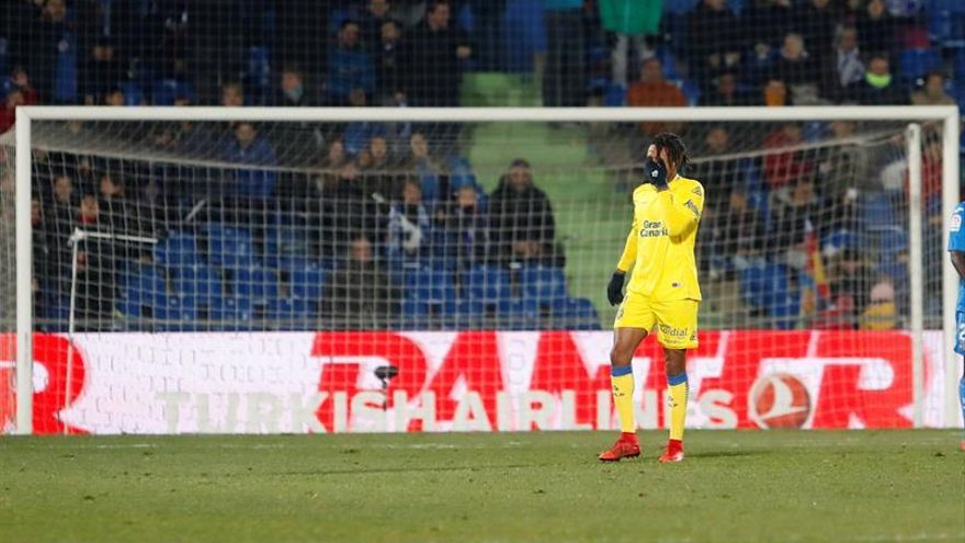 Loic Remy durante el partido de la decimoséptima jornada de Liga en Primera División que Getafe CF y UD Las Palmas juegan esta tarde en el coliseum Alfonso Pérez, en Getafe. EFE/JuanJo Martín.