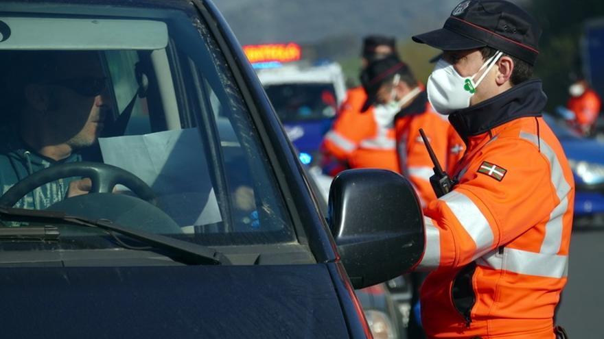 """Euskadi recomienda """"evitar"""" la movilidad ante las dudas que suscitan algunas excepciones al confinamiento y anuncia controles policiales"""