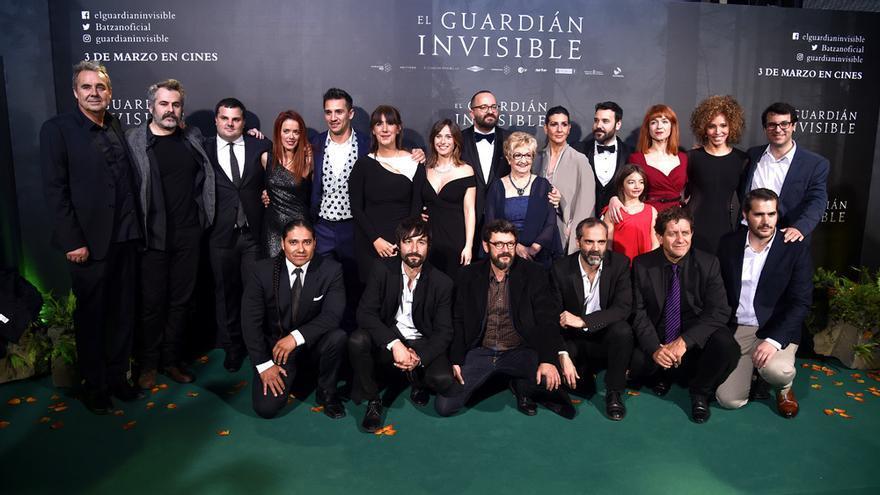 El equipo de 'El guardián invisible' durante la presentación de la película en Madrid