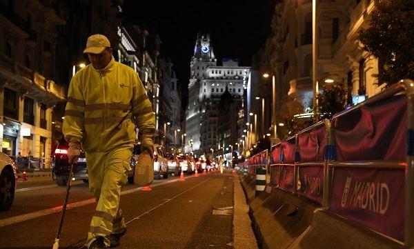 Operarios realizando los primeros trabajos para la reforma de Gran Vía   Fotografía: Ahora Madrid
