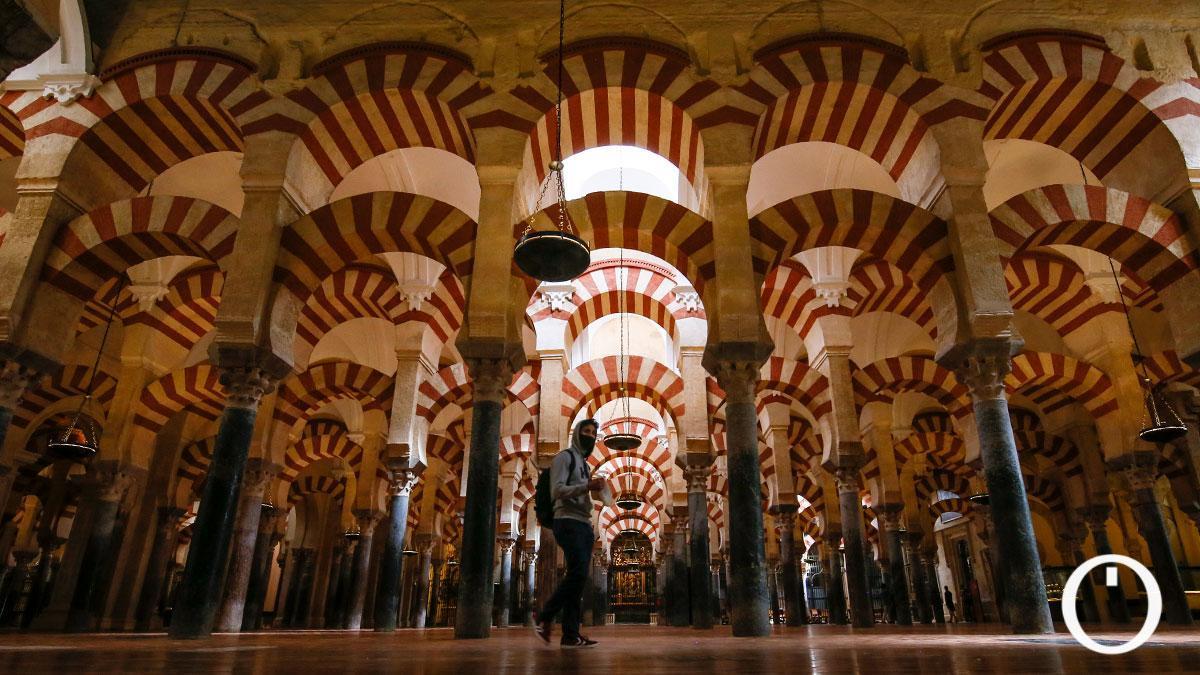 Interior de la Mezquita Catedral de Córdoba