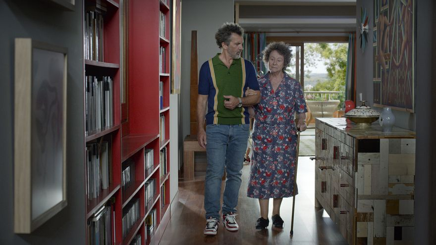 ¿Qué película es la obra maestra de Almodovar? - Página 6 Antonio-Banderas-Julieta-Serrano-Dolor_EDIIMA20200330_0996_19