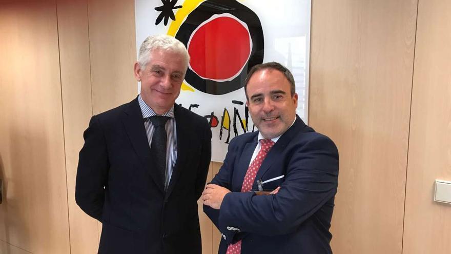 El responsable de Turismo en Extremadura, Francisco Martín, junto con el director general de Turismo, Manuel Butler