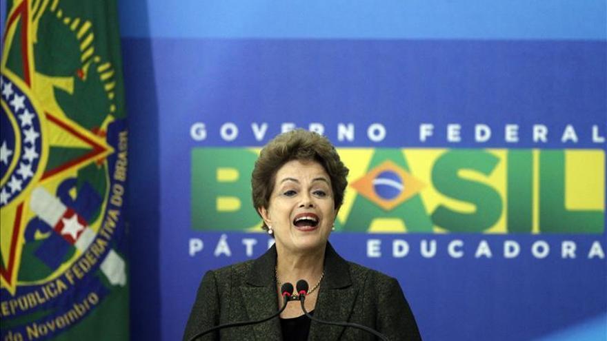 "Rousseff dice a la oposición venezolana que busca ""incansablemente"" una solución"