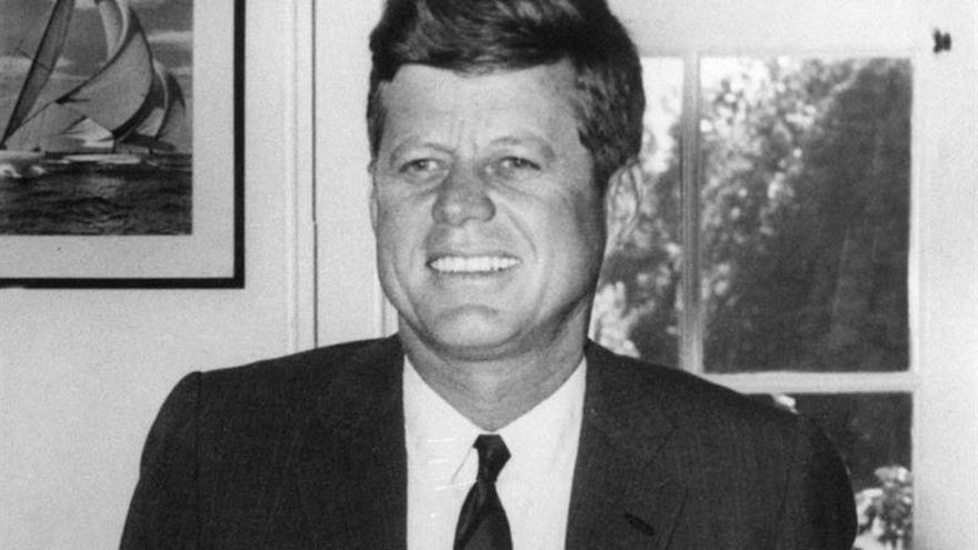 Trump permite publicar miles de archivos sobre Kennedy, pero retiene algunos