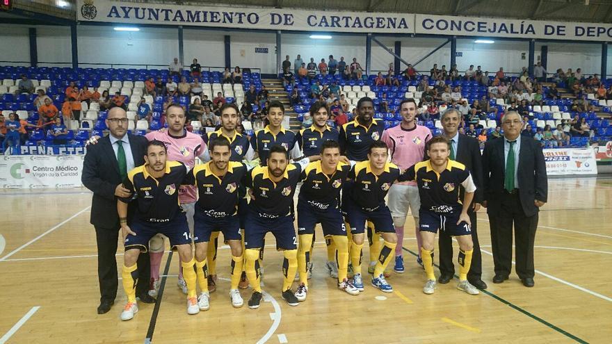 La plantilla del Gran Canaria Fútbol Sala durante el encuentro ante el Pinturas Romero Cartagena. (colegiosarenasgrancanaria.com).