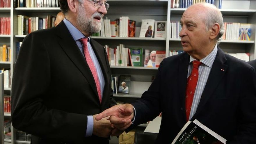 Rajoy y Fernández Díaz antes de la presentación del libro.