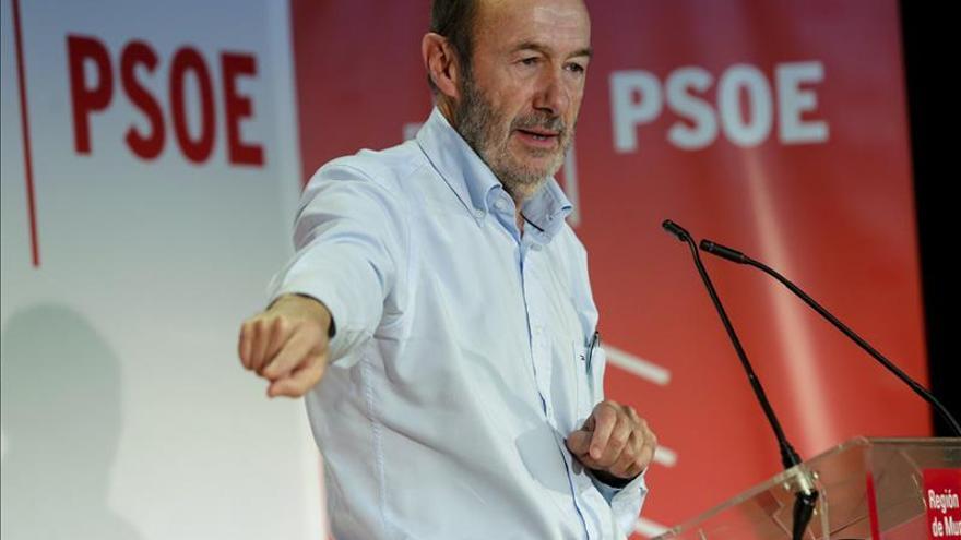 Rubalcaba dice que hay razonables posibilidades de que el PSOE gane el 20D