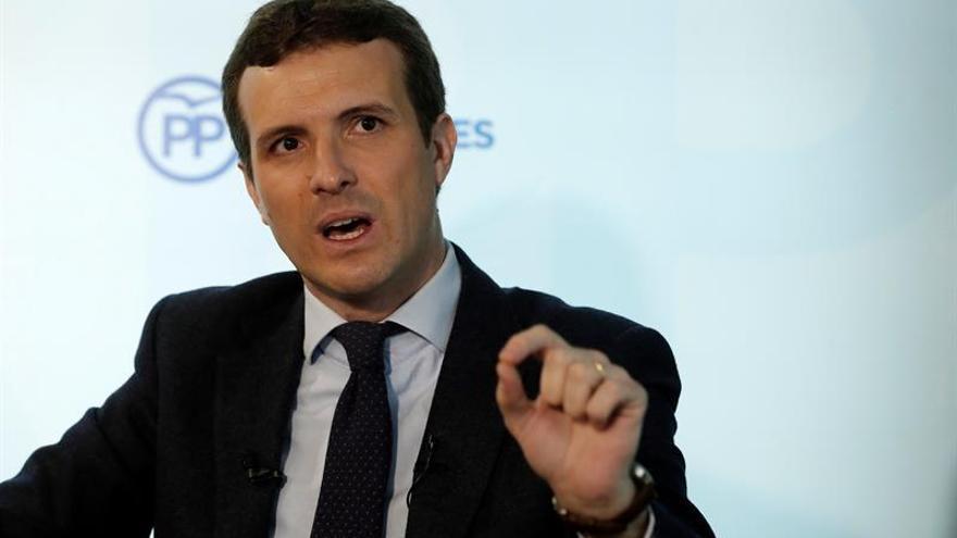 """Casado dice que Aznar no negoció con ETA y pide respeto: """"Es una víctima"""""""