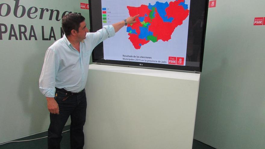 Francisco Reyes, que renovará mandato en la Diputación, muestra el mapa político provincial tras las municipales.