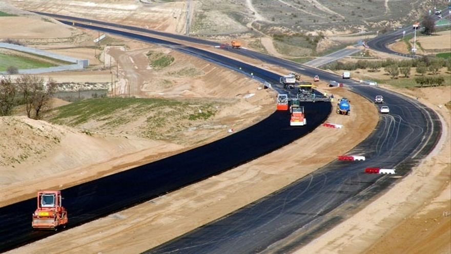 Fomento contempla construir la autopista R-1 y ampliar la Madrid-Toledo hasta Córdoba