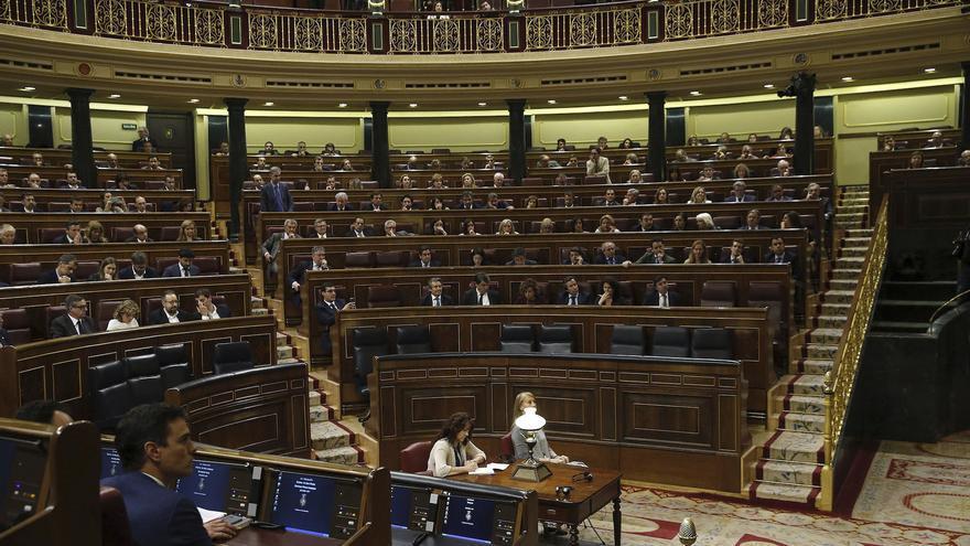 La bancada azul del Gobierno vacía durante la sesión de control. | EFE
