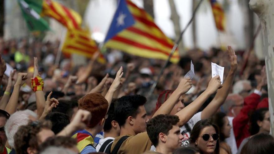 La CE reitera su respeto a la Constitución española ante el reto independentista
