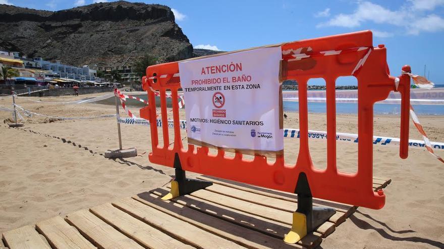 Prohibido el baño en la Playa de Mogán. (ALEJANDRO RAMOS)