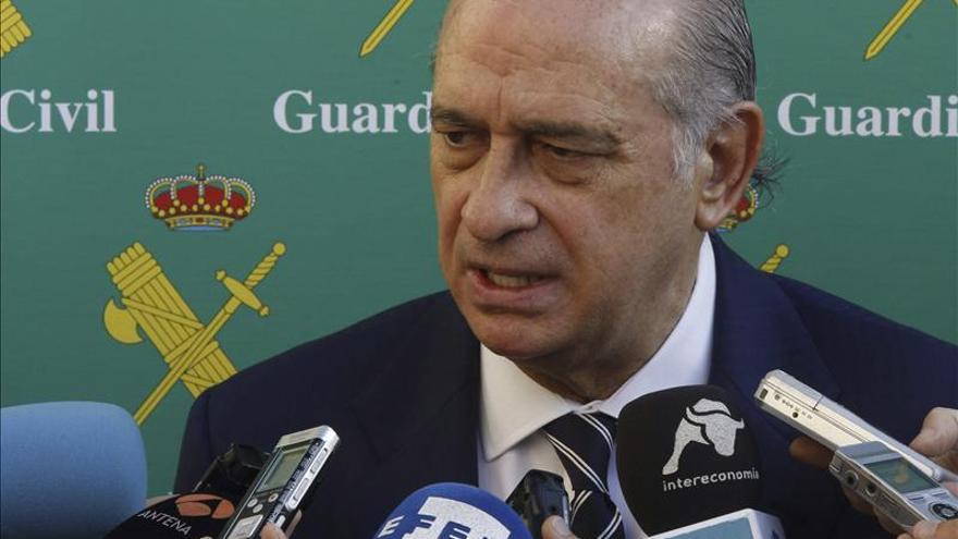 El ministro del interior alaba la labor de la guardia for Ministro de la policia nacional