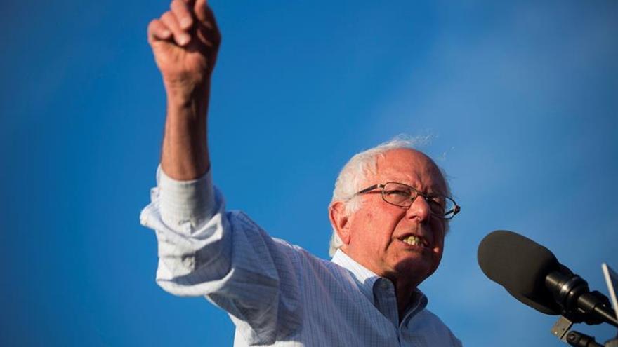 Sanders apoyará la candidatura demócrata de Clinton, según el vicepresidente Biden
