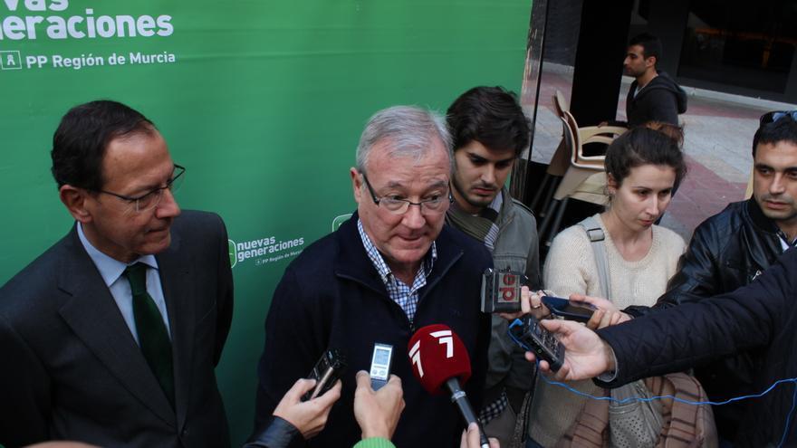 El presidente del PP murciano Valcárcel junto al alcalde de la capital, imputado en el 'caso Umbra' / PSS