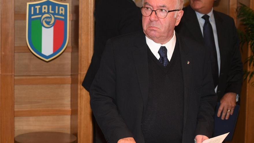 Carlo Tavecchio, durante la rueda de prensa en la que anunció su dimisión el pasado 20 de noviembre de 2017.