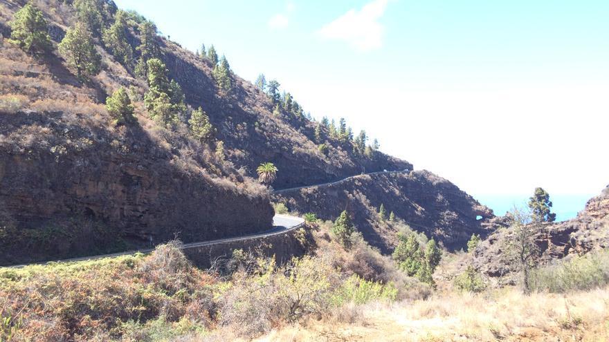 Tramo de la carretera LP-1 a su paso por Tijarafe.
