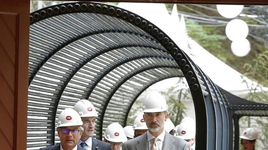 El Rey da luz al centenario de la central hidráulica de La Malva